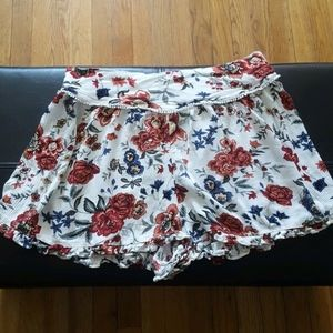American Eagle Outfitters  Ivory Floral Shorts M